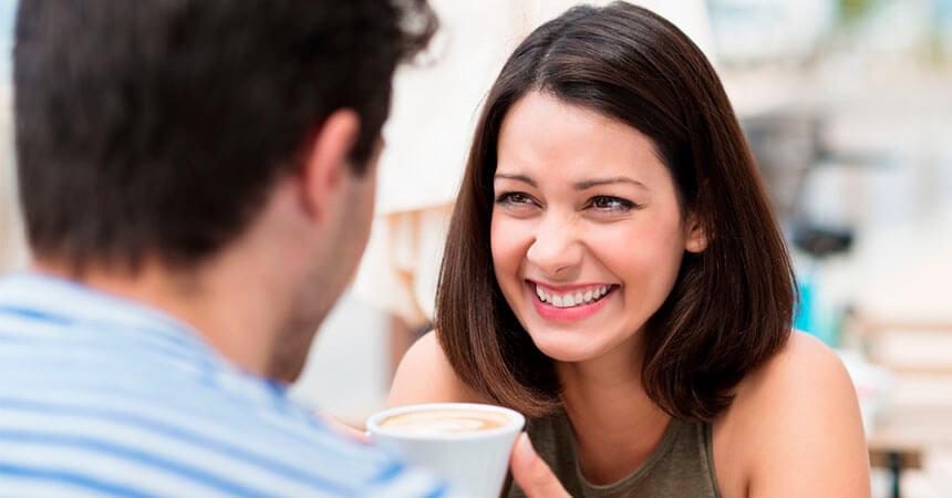 20 Piropos para hacerla sonreír El camino hacia el corazón de una mujer es a través del humor.